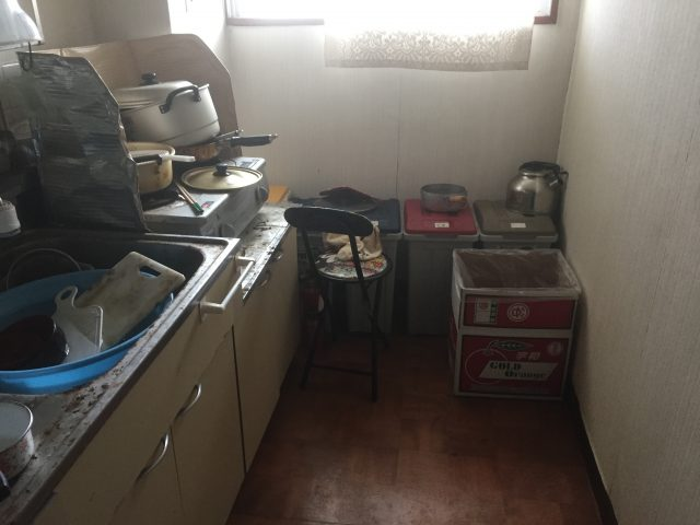 2DKのゴミ屋敷にも対応可能!退去できないと焦っていたが、しっかり期日までにハウスクリーニングもしてくれたので無事引っ越せて安心した、とお喜び頂けました!
