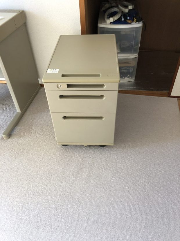 【松山市北土居】机と本棚の回収☆希望日での対応や料金にご満足いただくことができました!