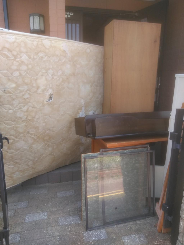 【松山市】ダブルベッドやダイニングテーブルの出張回収・処分ご依頼