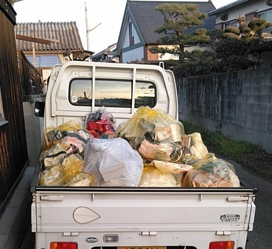 【松山市】座椅子、分別なし衣類、雑誌、分別なし家庭ごみの回収