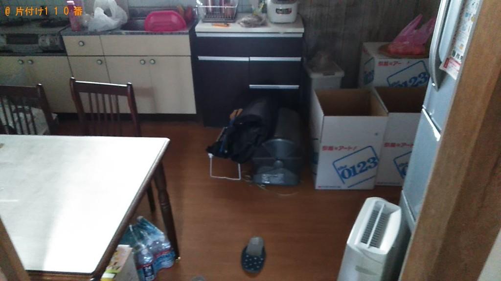 【大洲市】クローゼット、ガラステーブル、椅子、ラック等の回収